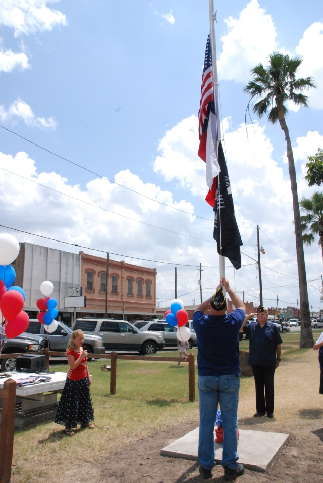 Downtown Luling Flagpole Dedicated